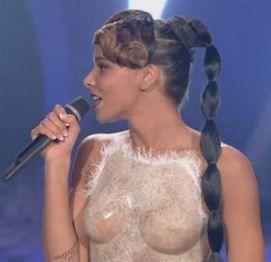 NRJ-Music-Awards-2012-Shym-enflamme-le-reseau-social-Twitter-avec-sa-robe-ultra-sexy.jpg